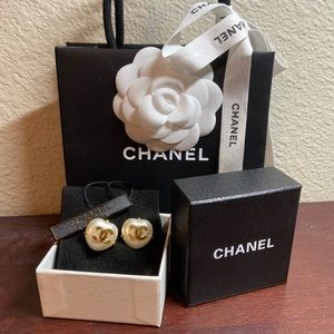 Chanel heart shaped pearl earrings